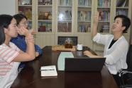 挑战沟通魔咒的聋人教授