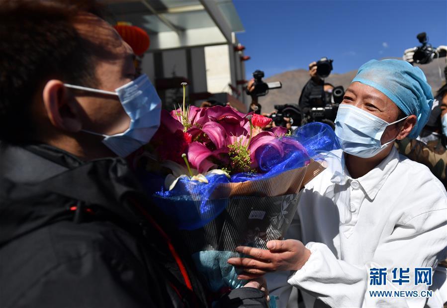 (聚焦疫情防控)(3)西藏唯一新冠肺炎患者治愈出院
