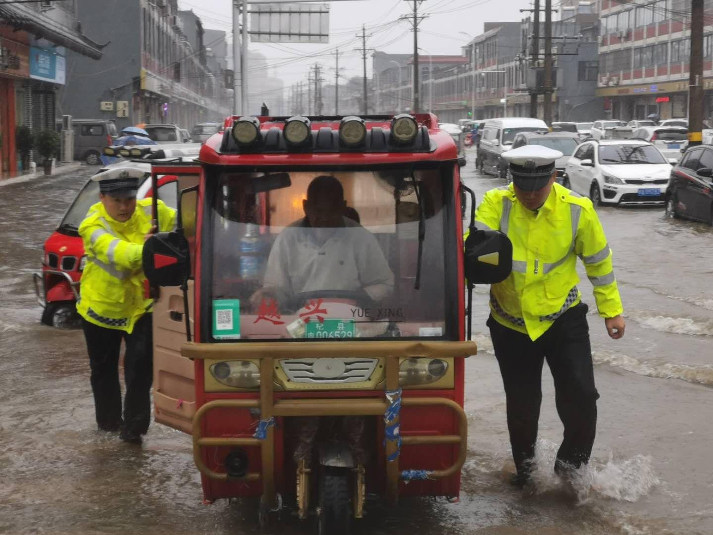 河南杞县:党群同心 迎风逆雨 彰显担当