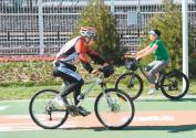 保障慢行交通者的路权:让步行愉悦 让骑行安全
